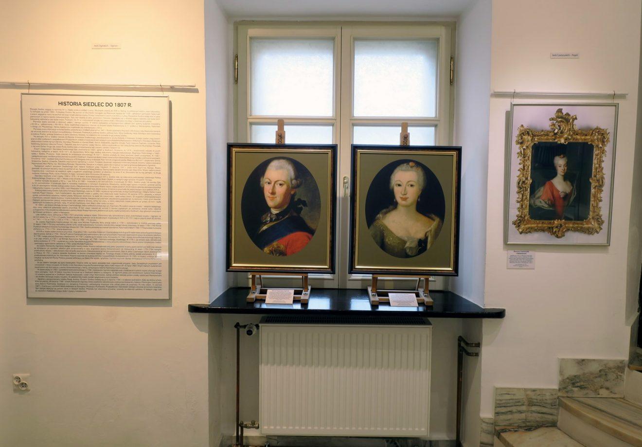 Trzy portrety mężczyzny i dwóch kobiet z XVIII wieku