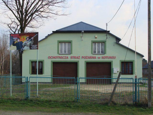 Murowany budynek. Siedziba Muzeum Pożarnictwa w Kotuniu
