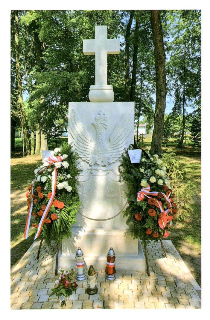 Upamiętnienie polskiego żołnierza Jana Konarskiego w parku Muzeum Ziemiaństwa w Dąbrowie