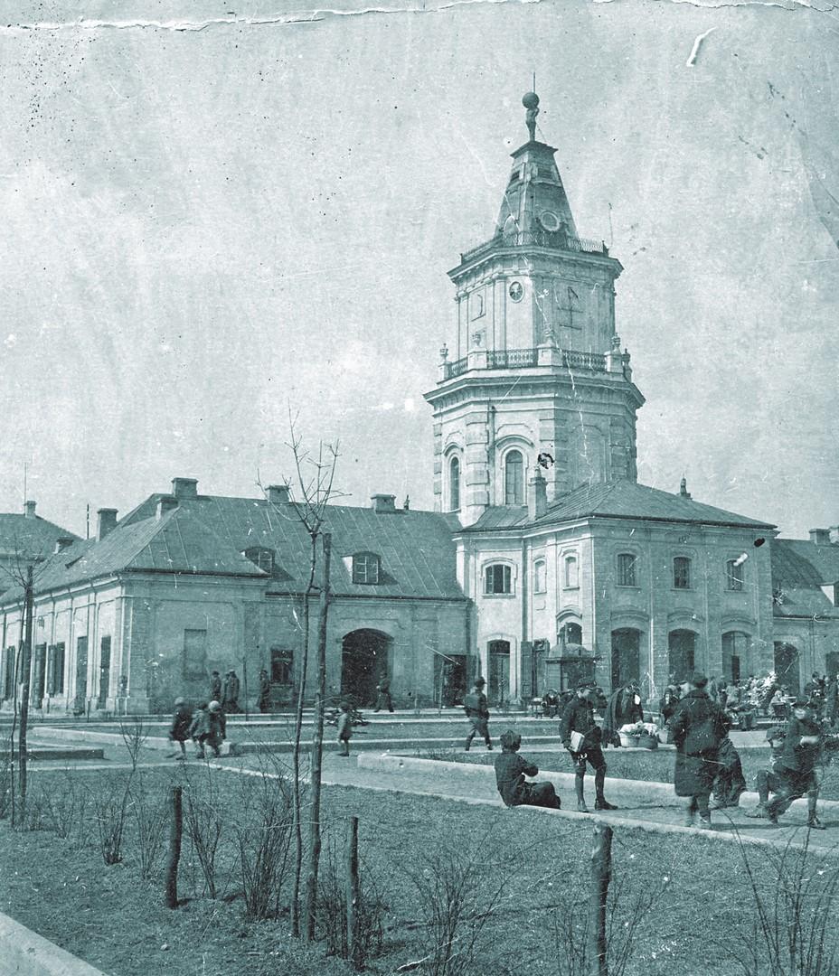 Fotografia budynku siedleckiego ratusza w okresie międzywojennym
