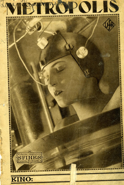 głowa kobiety w metalowym kasku i napisy