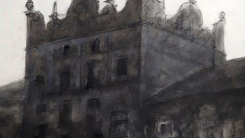 Fragment pracy artysty z wizerunkiem murowanego piętrowego budynku z ozdobą fasadą