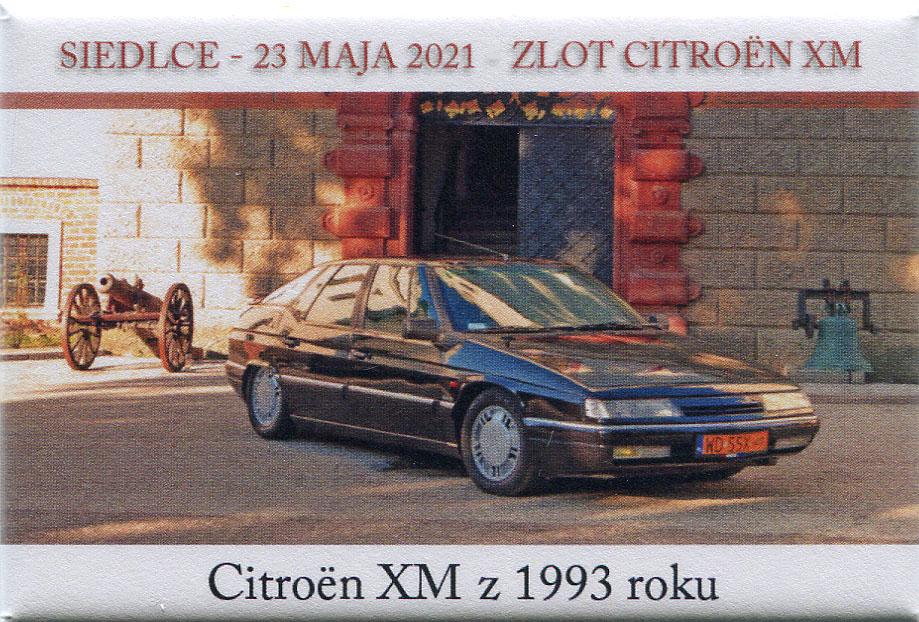 Czarny Citroen XM z 1993 r. przed wejściem